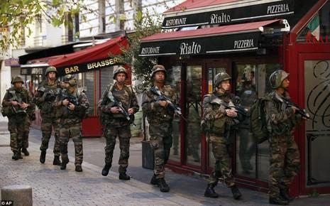 Tổng hợp diễn biến chính vụ vây ráp chủ mưu tấn công Paris - ảnh 1