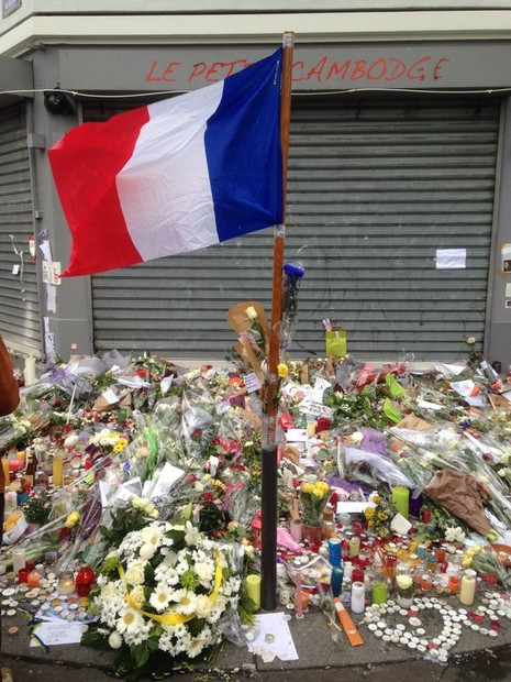 Lạnh gáy với tin nhắn cuối cùng của kẻ khủng bố Paris - ảnh 1