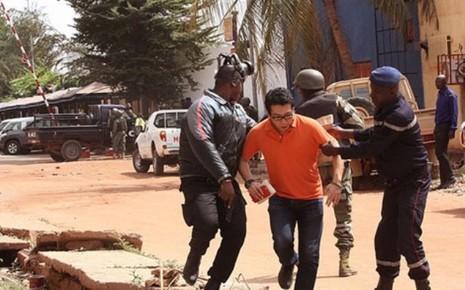 Quân đội Mali giải thoát con tin, tổng cộng 27 người chết - ảnh 1