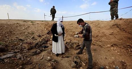 Phát hiện mộ tập thể chôn 123 người bị IS sát hại - ảnh 1