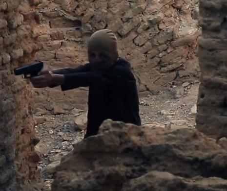 Chiến binh nhí IS chơi trốn tìm trước khi hành quyết tù nhân - ảnh 1