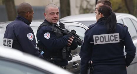 Giáo viên Pháp tự cứa cổ rồi bịa chuyện bị IS tấn công - ảnh 1
