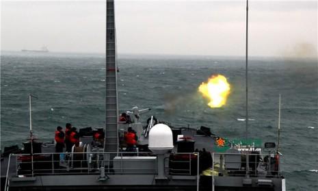 Trung Quốc huy động chiến hạm 'đánh trận giả' trên biển Đông - ảnh 1