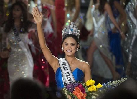 Tân Hoa hậu Hoàn vũ bị chỉ trích vì ủng hộ quân đội Mỹ hiện diện tại Philippines - ảnh 1