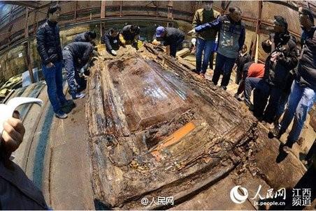 Phát hiện hàng trăm 'bánh vàng' trong mộ cổ hoàng đế bị truất ngôi - ảnh 2