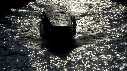 Nổ động cơ tàu chở khách ở Thái Lan, 50 người bị thương - ảnh 1