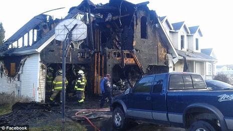 Bị đình chỉ học, 4 học sinh rủ nhau đốt nhà hiệu trưởng - ảnh 1