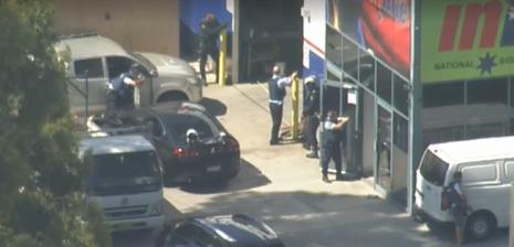 Bắt cóc con tin ở Úc, ba người bị bắn - ảnh 1