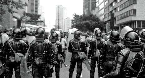 Chấn động cảnh sát Colombia dính bê bối mại dâm nam - ảnh 1