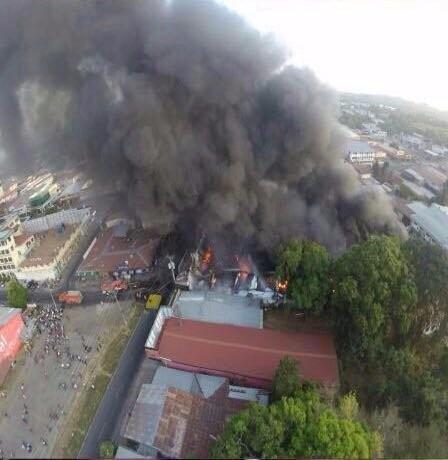 Máy bay rơi xuống chợ, bảy người thiệt mạng - ảnh 1