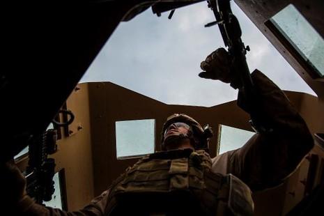 Lính thủy đánh bộ Mỹ thiệt mạng vì trúng tên lửa của IS - ảnh 1