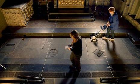 Phát hiện bất ngờ ở khu mộ của đại văn hào Shakespeare  - ảnh 1