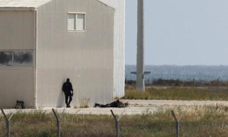 Vụ cướp máy bay Ai Cập: Tên không tặc đã bị bắt - ảnh 1