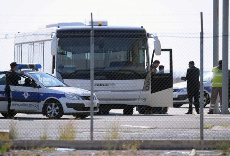 Vụ cướp máy bay Ai Cập: Tên không tặc đã bị bắt - ảnh 3