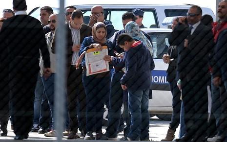 Vụ cướp máy bay Ai Cập: Tên không tặc đã bị bắt - ảnh 4