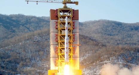 Triều Tiên tuyên bố thử thành công động cơ tên lửa đạn đạo - ảnh 1