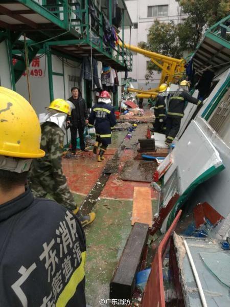 Trung Quốc: Cần cẩu đè sập khu nhà tạm, 12 người chết - ảnh 3