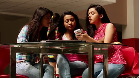 Học sinh trực tiếp cảnh 'giường chiếu' trên Facebook, cảnh sát Mỹ phát hoảng  - ảnh 1