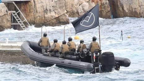 Hoảng hồn với màn kịch IS tấn công các sao dự LHP Cannes - ảnh 1