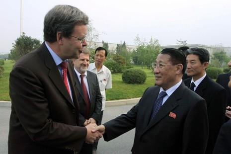 Đại sứ hạt nhân Triều Tiên qua đời vì ung thư - ảnh 1