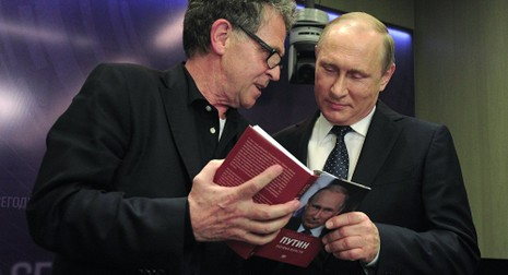 Tổng thống Putin tiết lộ lý do không bao giờ đọc sách về mình - ảnh 1