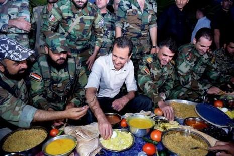 tổng thống Syria với binh sĩ
