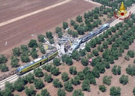 2 tàu hỏa đâm nhau ở Ý