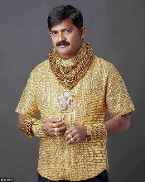 người đàn ông vàng