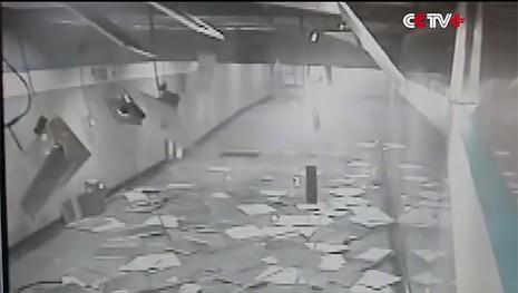 trần nhà ga Trung Quốc đổ sập