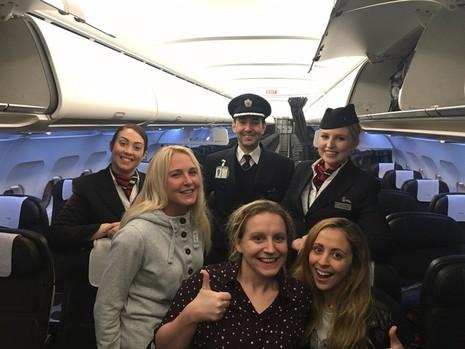 phụ nữ Anh trên máy bay trống