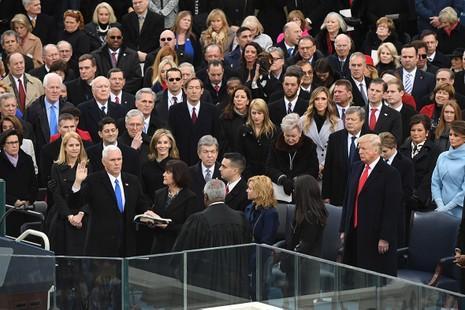 Khoảnh khắc ấn tượng tại lễ nhậm chức của ông Trump - ảnh 12
