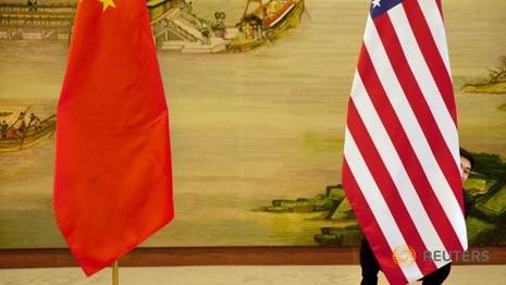 cờ Mỹ và cờ Trung