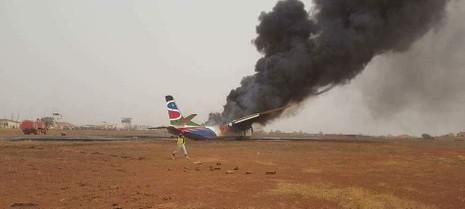 49 người may mắn thoát chết dù máy bay bị thiêu rụi - ảnh 1