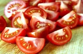 Dễ dàng nhận biết cà chua có hóa chất - ảnh 2