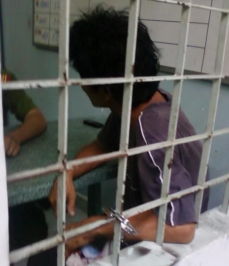 Đâm nữ nhân viên vì bị thu phí vệ sinh - ảnh 1
