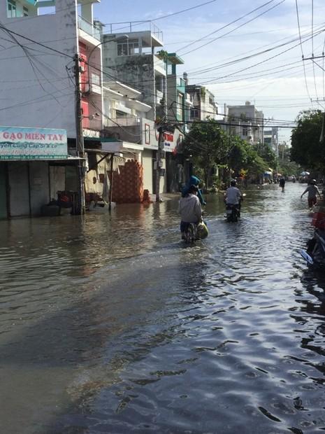 Khắc phục tình trạng ngập nước ở quận 12 ngay hôm nay - ảnh 3