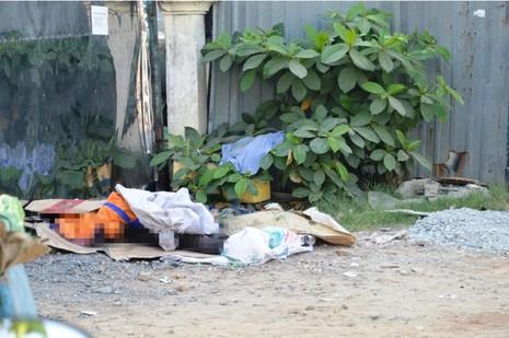 Bị tai nạn, người đàn ông ngồi suốt đêm trên vỉa hè đến tử vong - ảnh 1