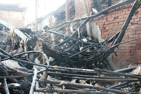 Xưởng dệt cháy lớn, một công nhân tử vong  - ảnh 8