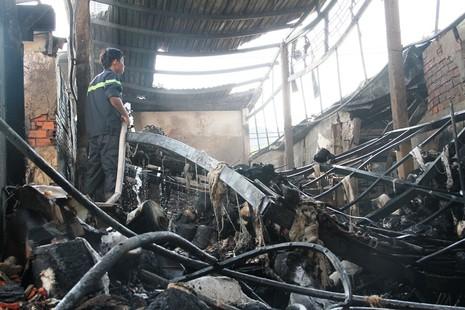 Xưởng dệt cháy lớn, một công nhân tử vong  - ảnh 1