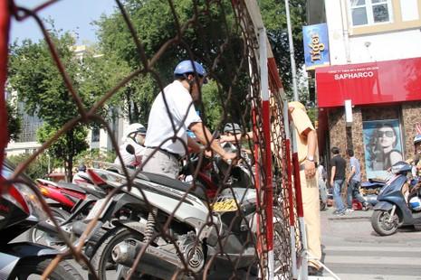 Hàng ngàn người diễn tập chữa cháy ở trung tâm Sài Gòn  - ảnh 9