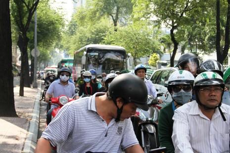Hàng ngàn người diễn tập chữa cháy ở trung tâm Sài Gòn  - ảnh 11