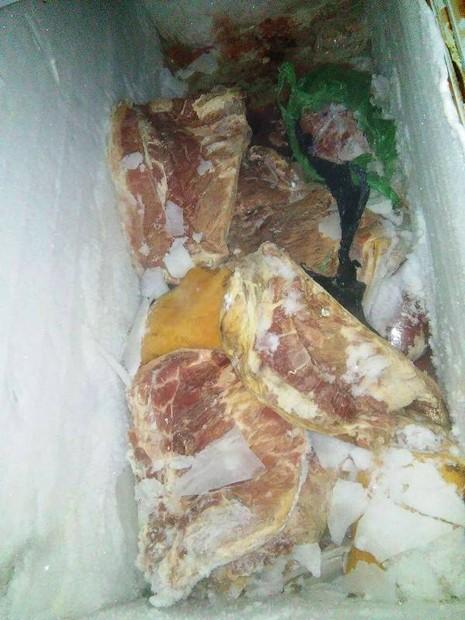 2 tấn thịt bẩn nghi từ Trung Quốc bị bắt trên đường vào quán nhậu - ảnh 3