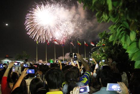 Lung linh pháo hoa chào năm mới Bính Thân - ảnh 8