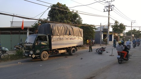 Không đội mũ bảo hiểm, nam thanh niên trọng thương khi 'đấu đầu' xe tải - ảnh 1
