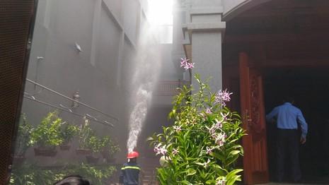 Biệt thự 4 tầng phát hỏa trong hẻm nhỏ - ảnh 3