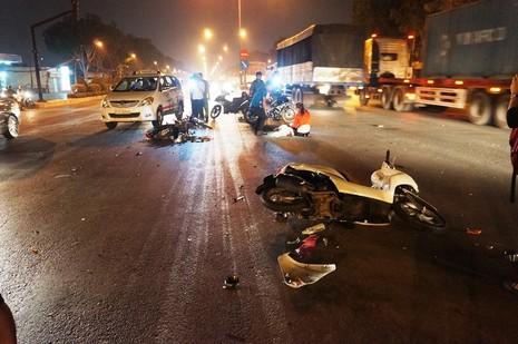 Hai thanh niên trọng thương khi tông trực diện xe thiếu nữ - ảnh 1