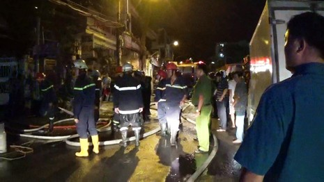 Tiệm nước đá ở trung tâm Sài Gòn cháy nổ như pháo hoa - ảnh 3