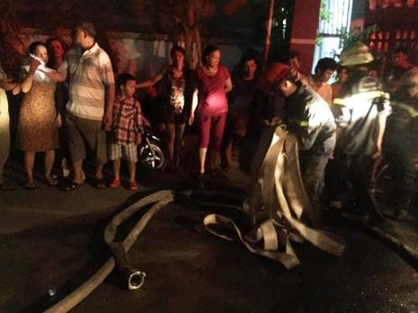 Cháy chung cư ở Bình Thạnh, dân hoảng loạn tháo chạy - ảnh 3