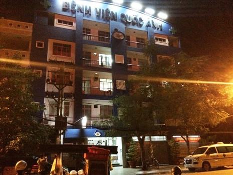Nhóm hơn 10 thanh niên cầm hung khí lao vào bệnh viện chém người - ảnh 1