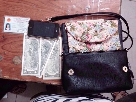Chiếc túi xách cùng tài sản đã được trả lại cho người bị hại